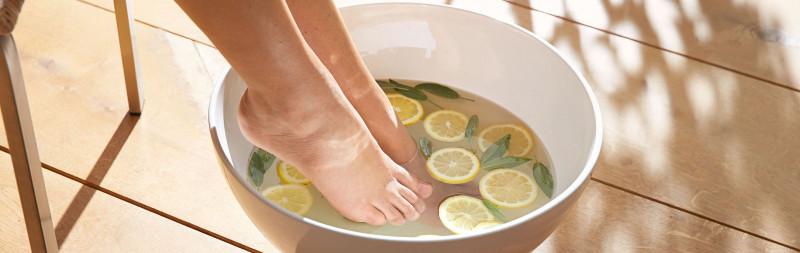 Dr.Hauschka: Ganzheitliche Hautpflege beginnt bei den Füßen
